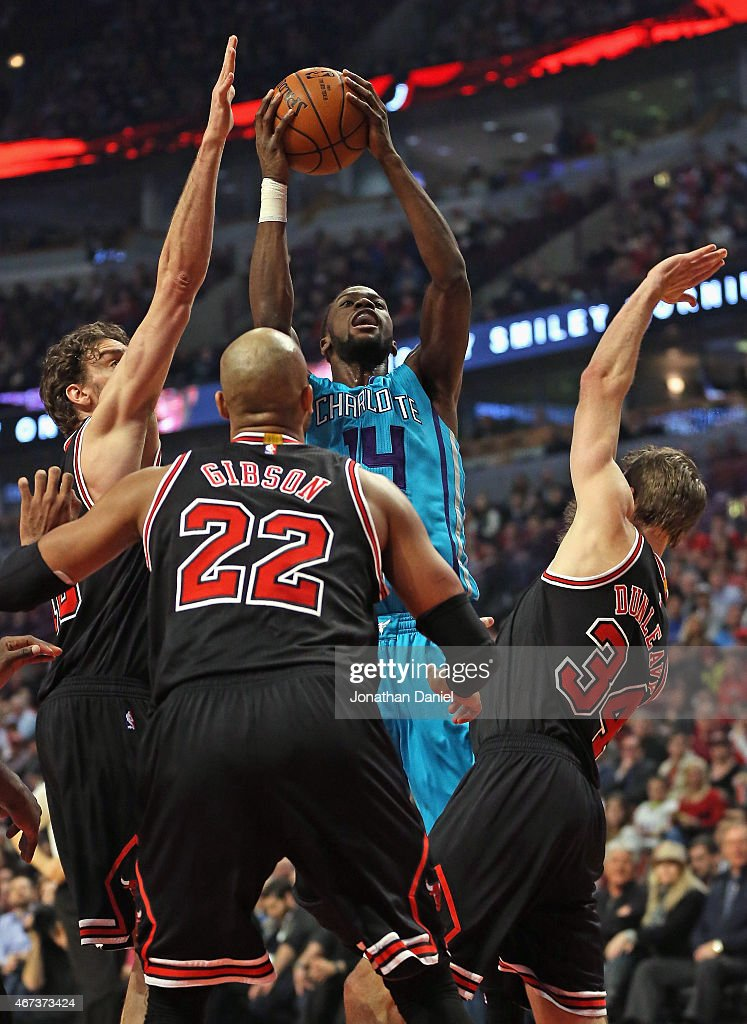 Michael Kidd-Gilchrist #14 of the Charlotte Hornets shoots over (L-R) Paul Gasol #16, Taj Gibson #22 and Mike Dunleavy #34 of the Chicago Bulls at the United Center on March 23, 2015 in Chicago, Illinois.