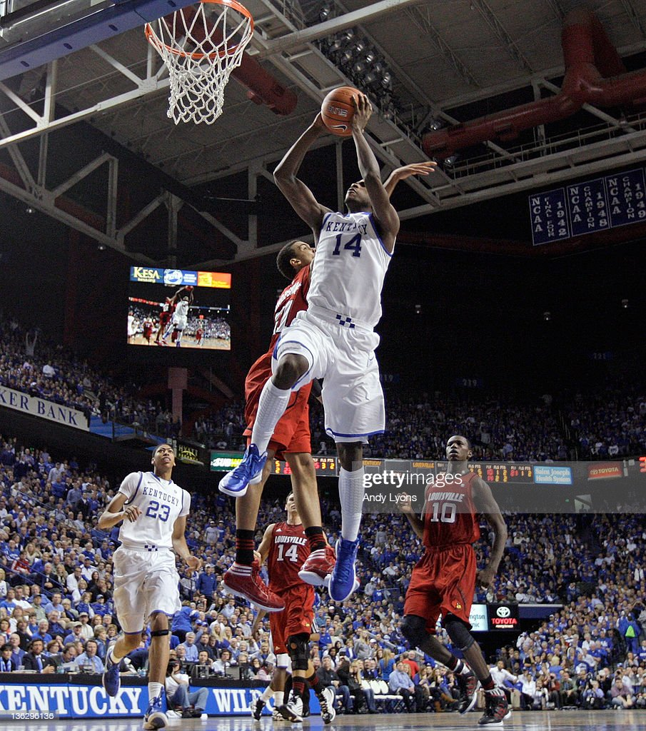 Michael Kidd-Gilchrist #14 of the Kentucky Wildcats dunks the ball during the 69-62 win over the Louisville Cardinals at Rupp Arena on December 31, 2011 in Lexington, Kentucky.