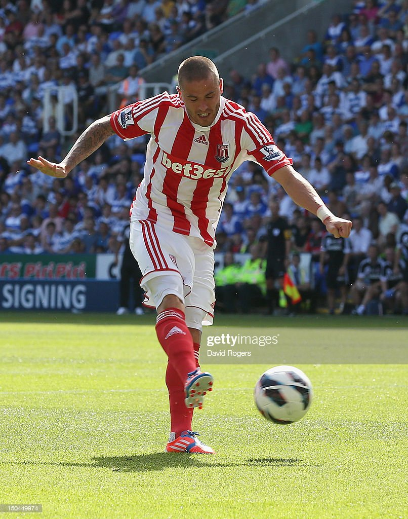 Michael Kightly of Stoke City scores the opening goal during the Barclays Premier League match between Reading and Stoke City at Madejski Stadium on August 18, 2012 in Reading, England.