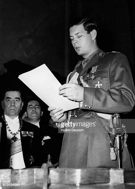 Michael King of Rumania delivers his speech at the State opening of parliament in Rumania Vicepresident Gheorghie Taterscue sits to his left