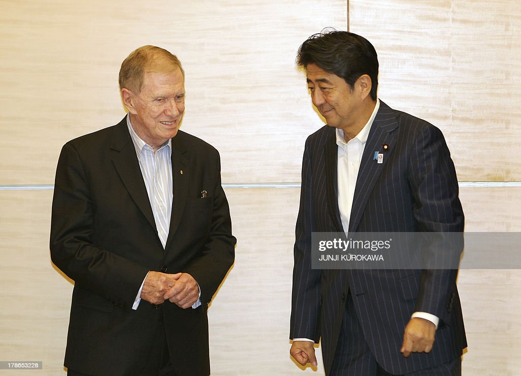 Michael Kirby of Australia (L), chairman of a UN commission investigating human rights violations in North Korea and Japan's Prime Minister Shinzo Abe pose for photos before their talks at Abe's Office in Tokyo on August 30, 2013. AFP PHOTO / POOL / Junji Kurokawa