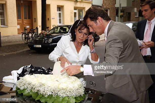 Michael Link Und Regine Sixt Bei Der Hochzeit Von Udo Walz Und Carsten Thamm Im Japanischen Garten Im Hotel Brandenburger Hof In Berlin Am 260708