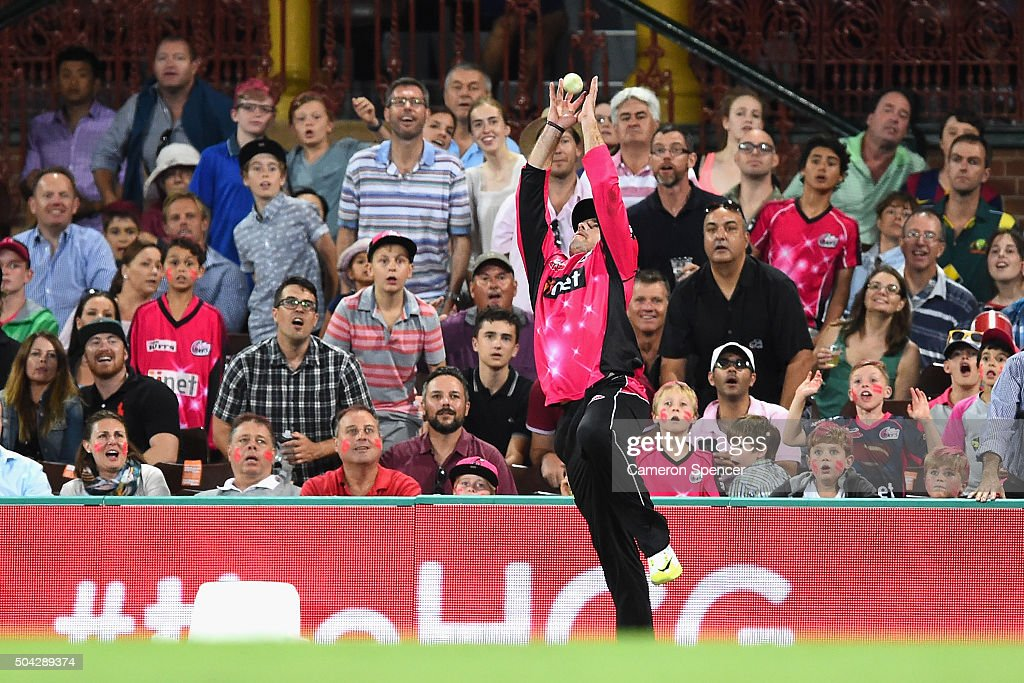 <a gi-track='captionPersonalityLinkClicked' href=/galleries/search?phrase=Michael+Lumb+-+Cricketer&family=editorial&specificpeople=6946049 ng-click='$event.stopPropagation()'>Michael Lumb</a> of the Sixers catches Joe Burns of the Heat off a delivery by team mate Sean Abbott of the Sixers during the Big Bash League match between the Sydney Sixers and the Brisbane Heat at Sydney Cricket Ground on January 10, 2016 in Sydney, Australia.