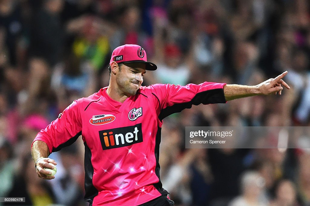 <a gi-track='captionPersonalityLinkClicked' href=/galleries/search?phrase=Michael+Lumb+-+Cricketer&family=editorial&specificpeople=6946049 ng-click='$event.stopPropagation()'>Michael Lumb</a> of the Sixers celebrates catching Glen Maxwell of the Stars off a delivery by team mate Doug Bollinger during the Big Bash League match between the Sydney Sixers and the Melbourne Stars at Sydney Cricket Ground on December 27, 2015 in Sydney, Australia.