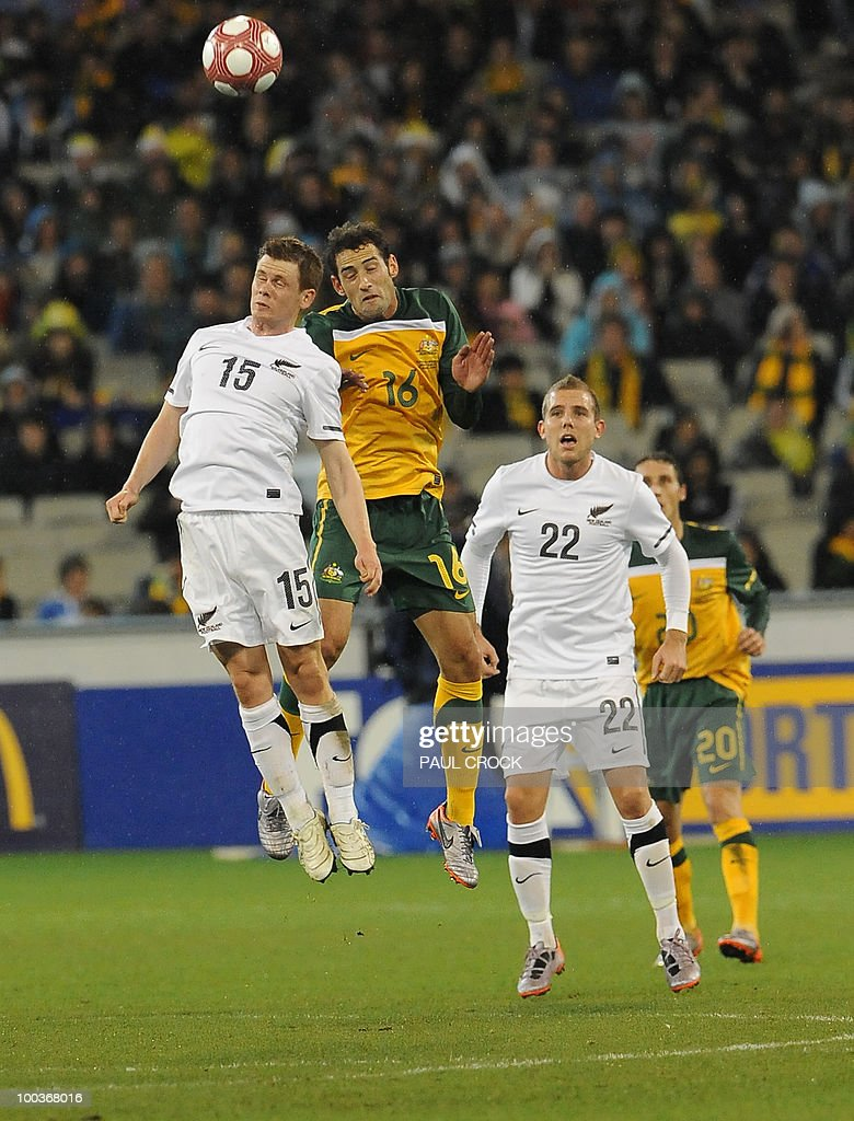 Michael McGlinchey of New Zealand (L) and Carl Valeri of Australia fight for the ball during their friendly international football match in Melbourne on May 24, 2010. Australia won the match 2-1. RESTRICTED