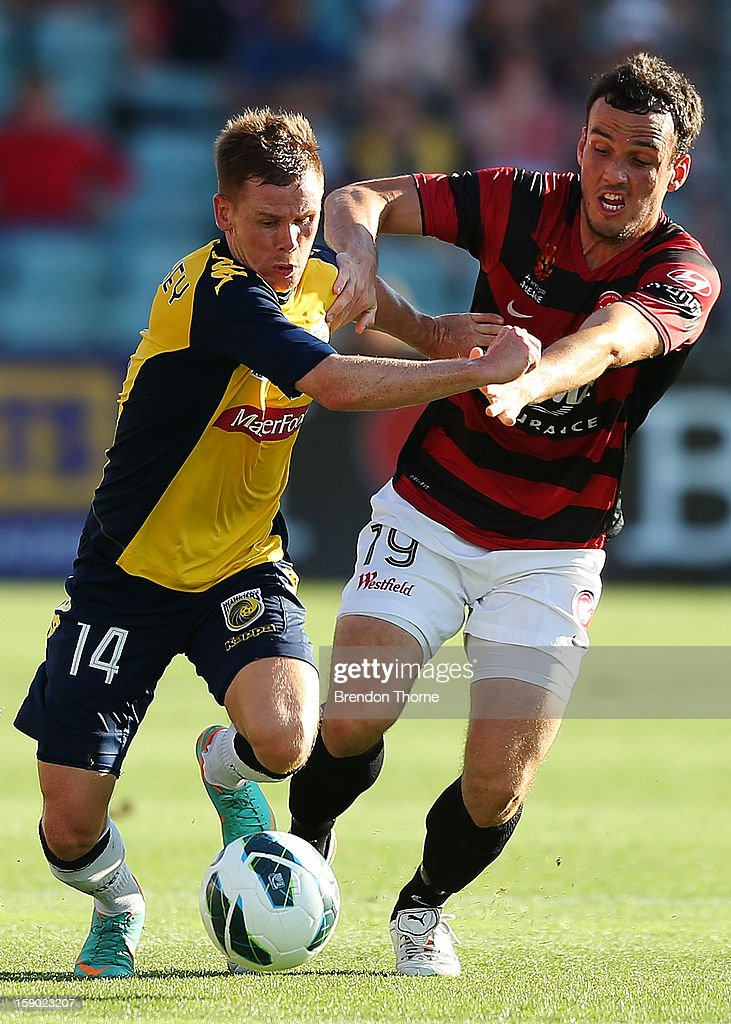 <a gi-track='captionPersonalityLinkClicked' href=/galleries/search?phrase=Michael+McGlinchey&family=editorial&specificpeople=6123776 ng-click='$event.stopPropagation()'>Michael McGlinchey</a> of the Mariners competes with <a gi-track='captionPersonalityLinkClicked' href=/galleries/search?phrase=Mark+Bridge&family=editorial&specificpeople=1630520 ng-click='$event.stopPropagation()'>Mark Bridge</a> of the Wanderers during the round 15 A-League match between the Western Sydney Wanderers and the Central Coast Mariners at Parramatta Stadium on January 6, 2013 in Sydney, Australia.