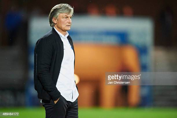 Michael Mex Pedersen head coach of Esbjerg fB looks on during the Danish Alka Superliga match between Esbjerg fB and Randers FC at Blue Water Arena...