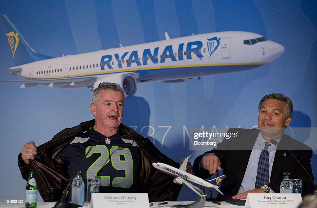 Michael O'Leary chief executive officer of Ryanair Holdings Plc left gestures with Ray Conner chief executive officer of Boeing Commercial Airplane...