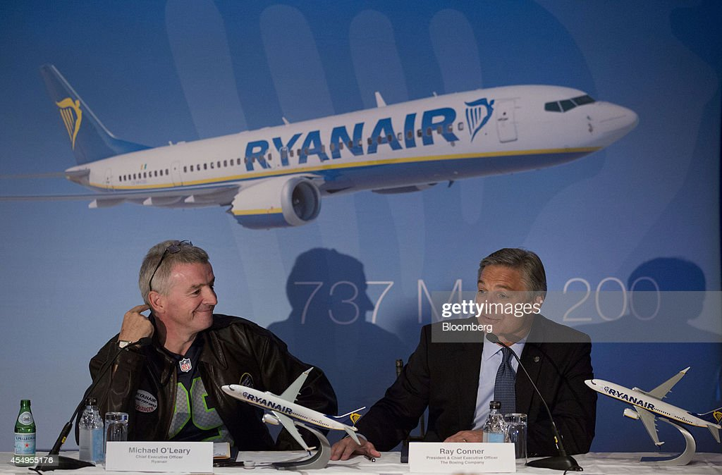 Michael O'Leary chief executive officer of Ryanair Holdings Plc left listens as Ray Conner chief executive officer of Boeing Commercial Airplane...