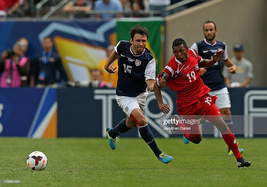 Michael Parkhurst #15 of the United States and Alberto Quintero #19 of Panama battle as they chase the ball during the CONCACAF Gold Cup final match at Soldier Field on July 28, 2013 in Chicago, Illinois. The United States defeated Panama 1-0.