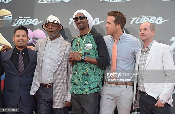 Michael Pena Samuel L Jackson Snoop Dogg Ryan Reynolds and David Soren attend the 'Turbo' premiere at the Centre de Convencions Internacional de...