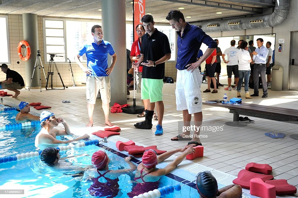 <a gi-track='captionPersonalityLinkClicked' href=/galleries/search?phrase=Michael+Phelps&family=editorial&specificpeople=162698 ng-click='$event.stopPropagation()'>Michael Phelps</a> gives instructions to journalist during a Speedo Clinic at Holmes Palace on July 29, 2013 in Barcelona, Spain.