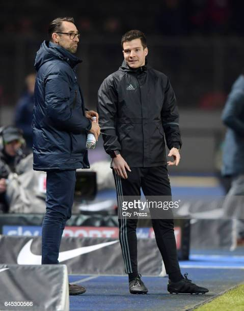 Michael Preetz of Hertha BSC and the referee Harm Osmers during the game between Hertha BSC and the Eintracht Frankfurt on february 25 2017 in Berlin...