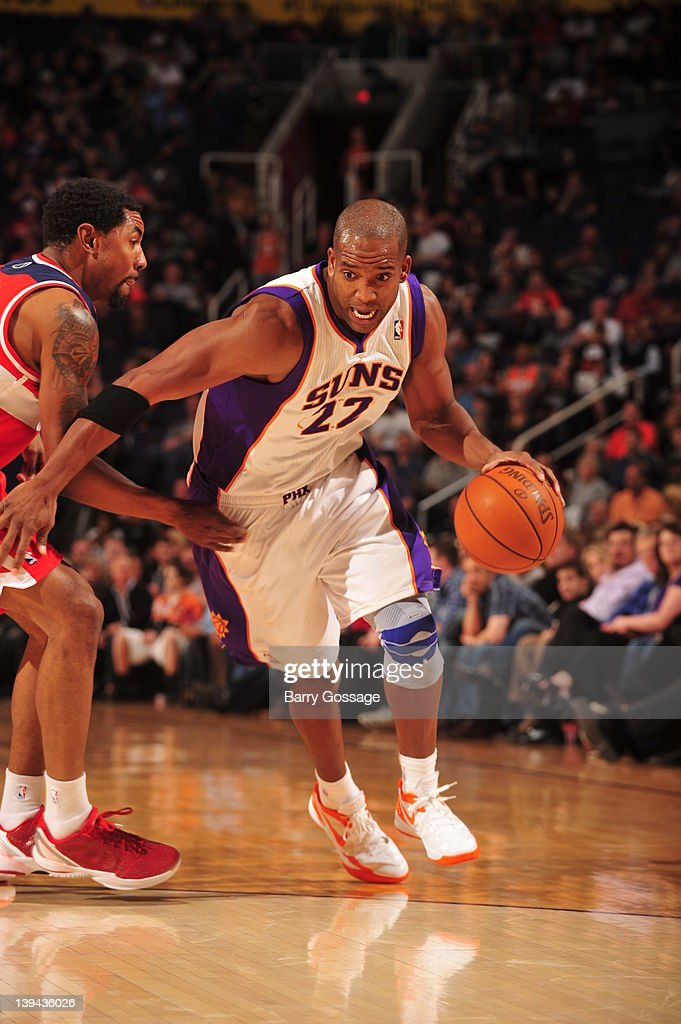 <a gi-track='captionPersonalityLinkClicked' href=/galleries/search?phrase=Michael+Redd&family=editorial&specificpeople=201789 ng-click='$event.stopPropagation()'>Michael Redd</a> #22 of the Phoenix Suns drives against the Washington Wizards in an NBA game played on February 20, 2012 at U.S. Airways Center in Phoenix, Arizona.