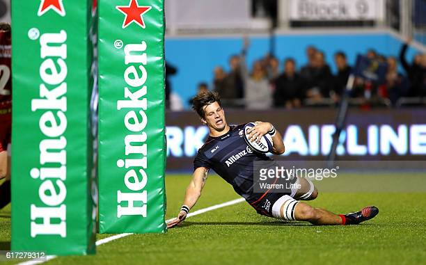 Michael Rhodes of Saracens scores a try during the European Rugby Champions Cup match between Saracens and Scarlets at Allianz Park on October 22...