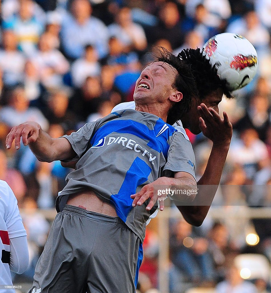 Michael Rios (L) of Universidad Catolica vies for the ball with Cortez of Brasil's Sao Paulo during their 2012 Copa Sudamericana first leg semifinal football match at the San Carlos de Apoquindo stadium in Santiago, Chile, on November 22, 2012. AFP PHOTO/Claudio SANTANA