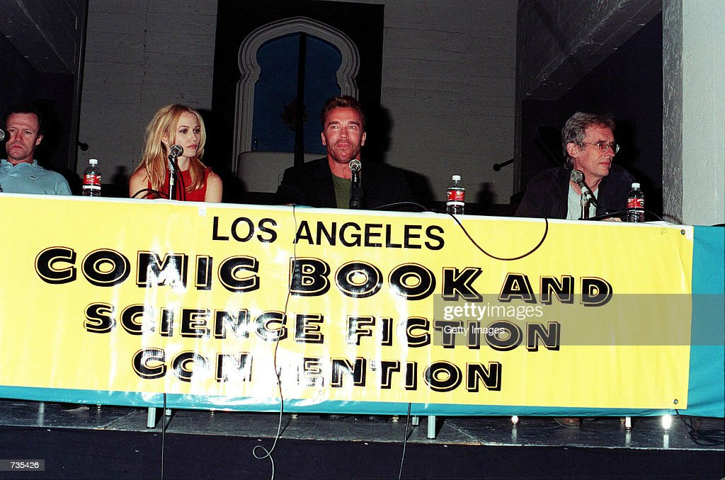 Michael Rooker, Sarah Wynter and Arnold Schwarzenegger from the upcoming film 'The 6th Day' speak November 12, 2000 at the Los Angeles Comic Book and Science Fiction Convention in Los Angeles, CA.