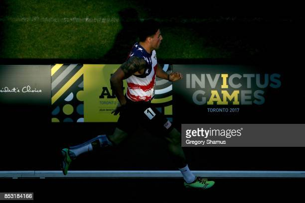 Michael SousaDoCarmo of the United States competes in the Men's IT1 400m Heat 2 during the Invictus Games 2017 at York Lions Stadium on September 24...