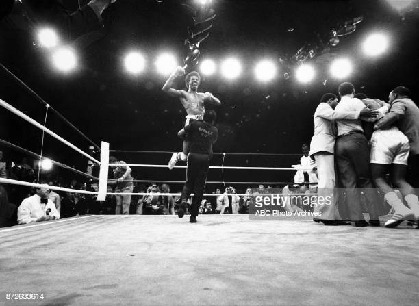 Michael Spinks boxing at Steel Pier March 8 1981