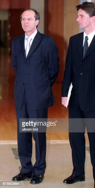 Michael Steiner Ministerialdirektor im Bundeskanzleramt und Leiter der Abteilung Auswärtige Beziehungen Entwicklungspolitik und äußere Sicherheit...