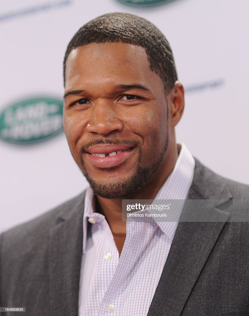 <a gi-track='captionPersonalityLinkClicked' href=/galleries/search?phrase=Michael+Strahan&family=editorial&specificpeople=210563 ng-click='$event.stopPropagation()'>Michael Strahan</a> attends the Range Rover Sport world unveiling at the 2013 New York Auto Show at Skylight at Moynihan Station on March 26, 2013 in New York City.
