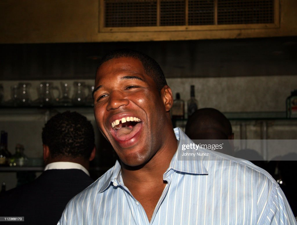 Michael Strahan and New York Law Firm Dreier LLP Hold a Chartiy Event with Jon