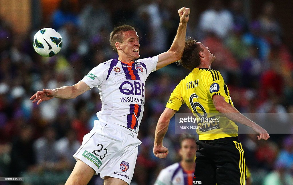 Michael Thwaite of the Glory and Alexander Smith of the Phoenix contest possession during the round eight A-League match between Perth Glory and Wellington Phoenix at NIB Stadium on November 24, 2012 in Perth, Australia.
