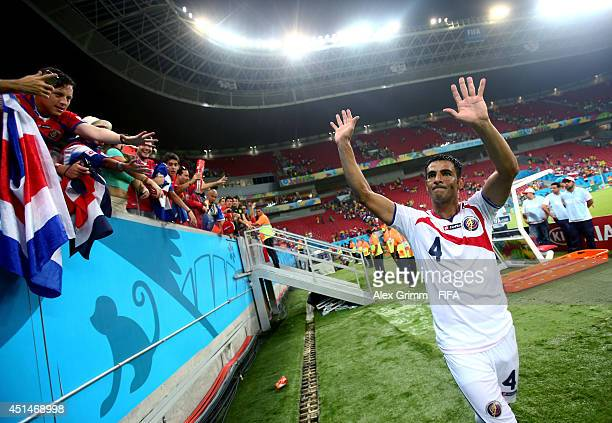 Michael Umana of Costa Rica applauds the fans after the 2014 FIFA World Cup Brazil Round of 16 match between Costa Rica and Greece at Arena...