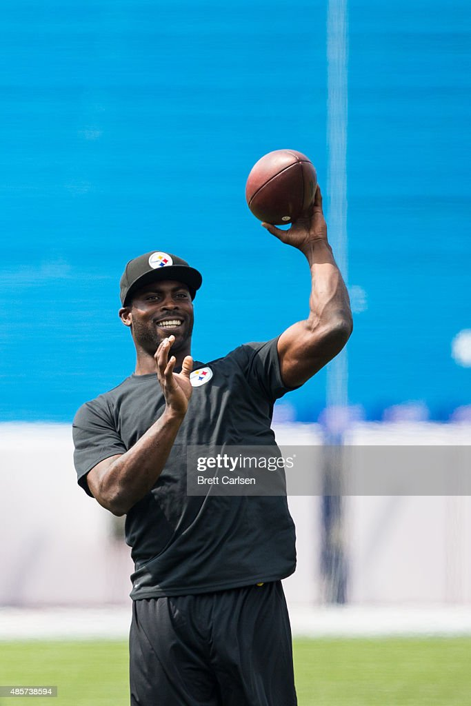 Michael Vick #2 of Pittsburgh Steelers warms up before a preseason game against the Buffalo Bills on August 29, 2015 at Ralph Wilson Stadium in Orchard Park, New York.