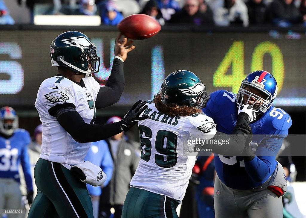 Michael Vick #7 of the Philadelphia Eagles in action against the New York Giants at MetLife Stadium on December 30, 2012 in East Rutherford, New Jersey. The Giants defeated the Eagles 42-7.