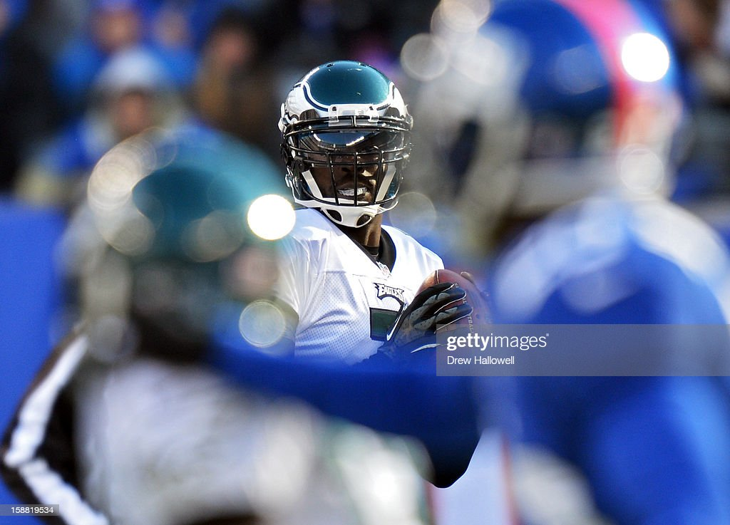 Michael Vick #7 of the Philadelphia Eagles looks for a receiver during the game against the New York Giants at MetLife Stadium on December 30, 2012 in East Rutherford, New Jersey. The Giants won 42-7.