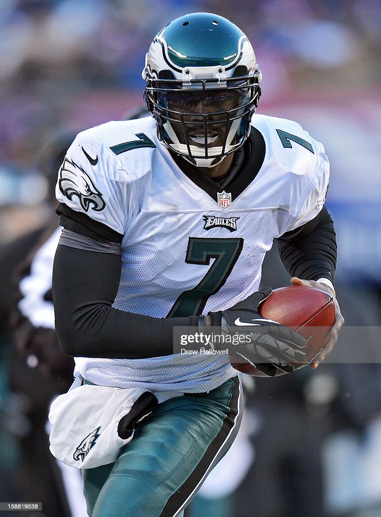 <a gi-track='captionPersonalityLinkClicked' href=/galleries/search?phrase=Michael+Vick&family=editorial&specificpeople=201746 ng-click='$event.stopPropagation()'>Michael Vick</a> #7 of the Philadelphia Eagles scrambles during the game against the New York Giants at MetLife Stadium on December 30, 2012 in East Rutherford, New Jersey. The Giants won 42-7.