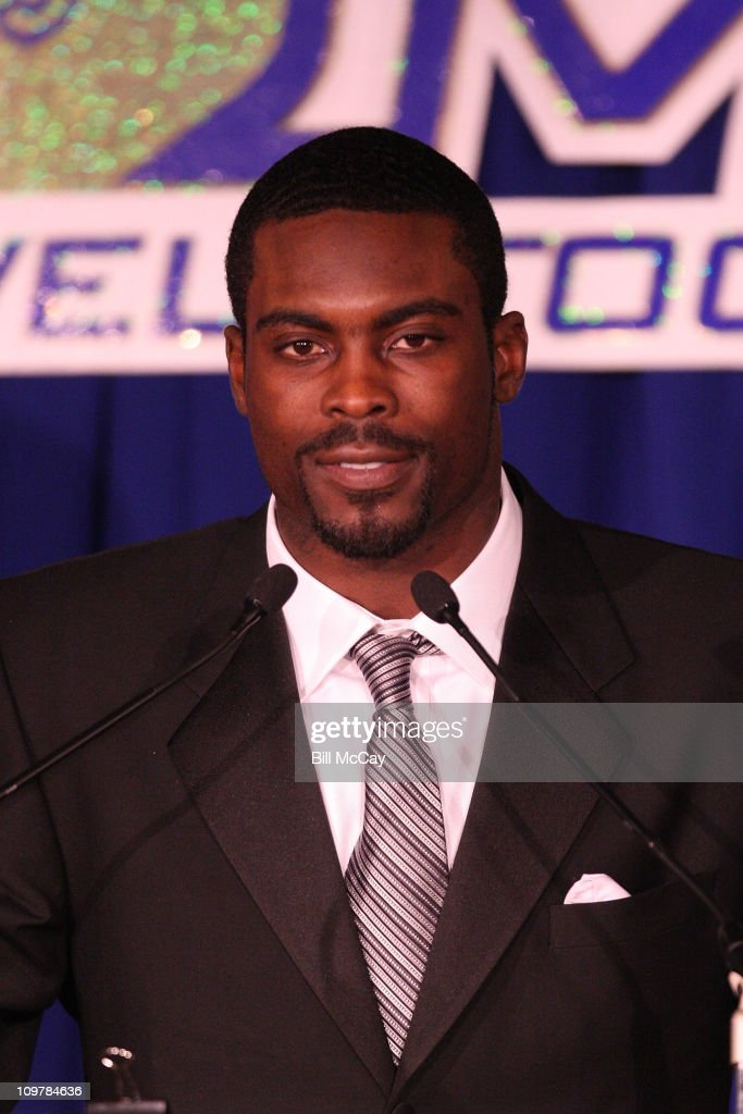 <a gi-track='captionPersonalityLinkClicked' href=/galleries/search?phrase=Michael+Vick&family=editorial&specificpeople=201746 ng-click='$event.stopPropagation()'>Michael Vick</a>, Philadelphia Eagles QB and winner of the 52nd Annual Bert Bell Award for the Professional Player of the Year attends the 74th Annual Maxwell Football Club Awards Banquet at Harrah's Resort March 4, 2011 in Atlantic City, New Jersey.