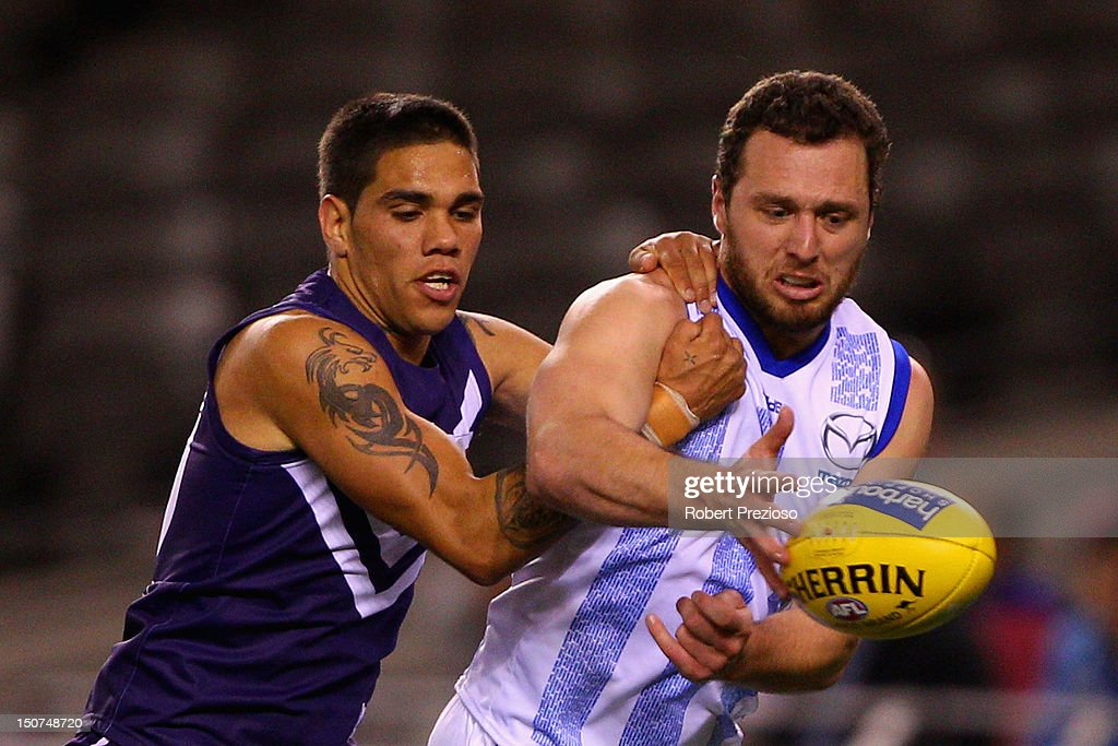 Michael Walters of the Dockers and Scott McMahon of the Kangaroos contest the ball during the round 22 AFL match between the North Melbourne Kangaroos and the Fremantle Dockers at Etihad Stadium on August 26, 2012 in Melbourne, Australia.