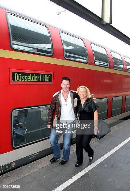Michael Wendler Sabrina Stadtbesichtigung Hauptbahnhof Düsseldorf NordrheinWestfalen Deutschland Europa Zug Bahn Bahnsteig Bahnhof Schlager Sänger...