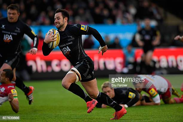 Michael Young of Newcastle Falcons races away to score the opening try during the Aviva Premiership match between Newcastle Falcons and Harlequins at...