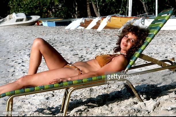 Michaela May am Rande vom Dreh zur ZDFSerie 'Das Traumschiff' 1983 in der Karibik