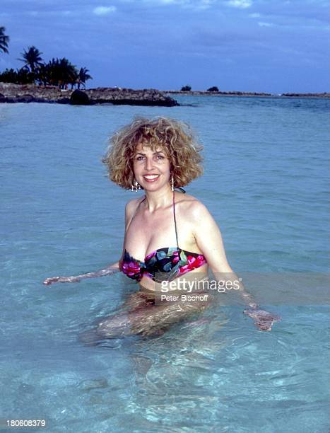 Michaela May neben den Dreharbeiten zur ZDFSerie 'Traumschiff' Folge 21 'Ägypten' Guadeloupe/Karibik Meer baden Bikini Urlaub Schauspielerin Promis...