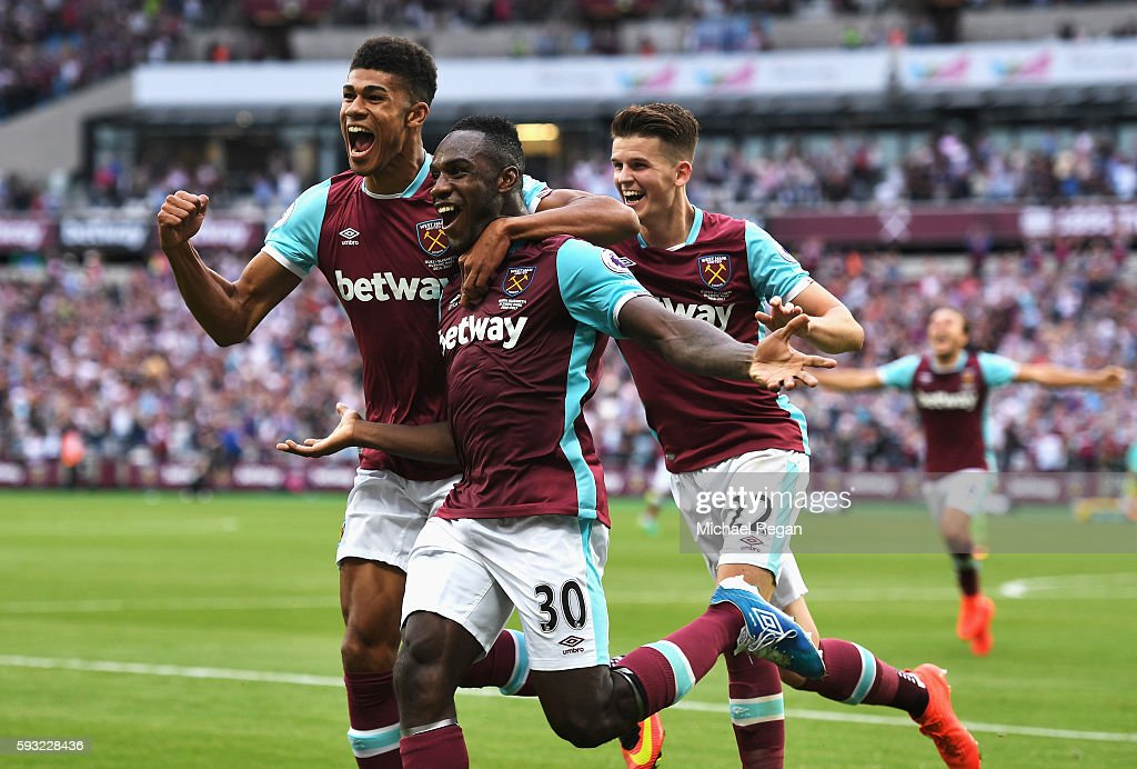 Michail Antonio (#30) of West Ham United celebrates scoring the opening goal with team mates during the Premier League match between West Ham United and AFC Bournemouth at London Stadium on August 21, 2016 in London, England.
