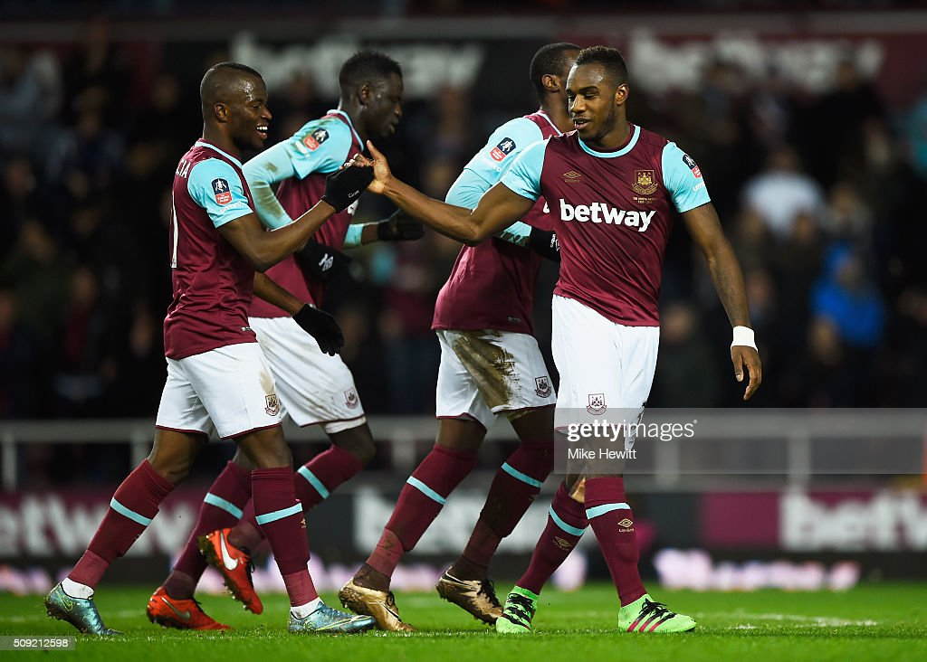 <a gi-track='captionPersonalityLinkClicked' href=/galleries/search?phrase=Michail+Antonio&family=editorial&specificpeople=5806303 ng-click='$event.stopPropagation()'>Michail Antonio</a> of West Ham United (R) celebrates with team mates as he scores their first goal during the Emirates FA Cup Fourth Round Replay match between West Ham United and Liverpool at Boleyn Ground on February 9, 2016 in London, England.