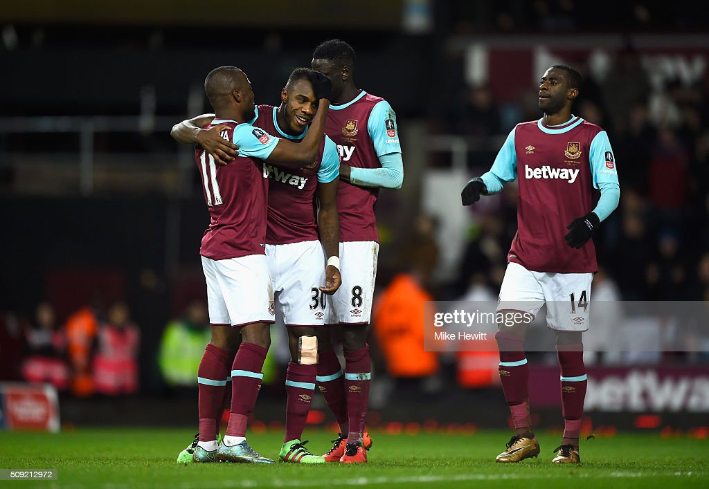 <a gi-track='captionPersonalityLinkClicked' href=/galleries/search?phrase=Michail+Antonio&family=editorial&specificpeople=5806303 ng-click='$event.stopPropagation()'>Michail Antonio</a> of West Ham United (2L) celebrates with team mates as he scores their first goal during the Emirates FA Cup Fourth Round Replay match between West Ham United and Liverpool at Boleyn Ground on February 9, 2016 in London, England.