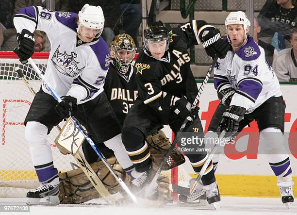 Michal Handzus and Ryan Smyth of the Los Angeles Kings try to get a puck in past Stephane Robidas and Marty Turco of the Dallas Stars on March 12...