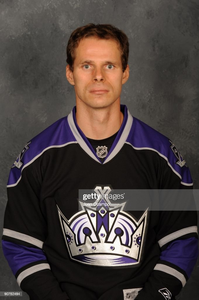 <a gi-track='captionPersonalityLinkClicked' href=/galleries/search?phrase=Michal+Handzus&family=editorial&specificpeople=201537 ng-click='$event.stopPropagation()'>Michal Handzus</a> of the Los Angeles Kings poses for his official headshot for the 2009-2010 NHL season on September 12, 2009 at the Toyota Sports Center in El Segundo, California.