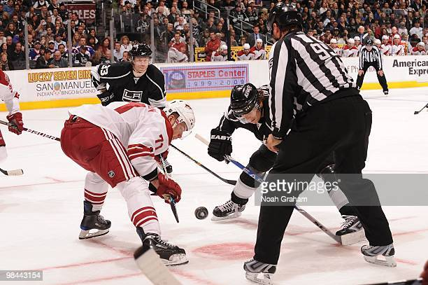 Michal Handzus of the Los Angeles Kings takes the faceoff against Petteri Nokelainen of the Phoenix Coyotes on April 8 2010 at Staples Center in Los...