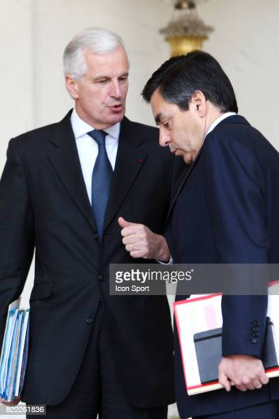 Michel BARNIER Ministre de l'Agriculture et de la Peche / Francois FILLON 1er Ministre Sortie du Conseil des Ministres l'Elysee Paris