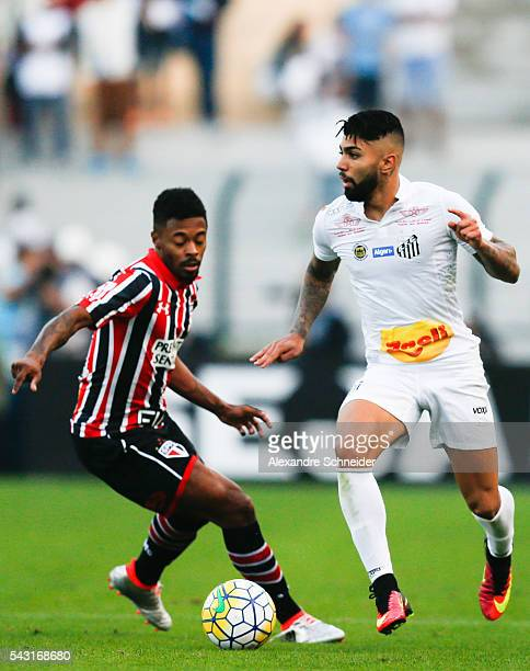 Michel Bastos of Sao Pailo and Gabriel of Santos in action during the match between Santos and Sao Paulo for the Brazilian Series A 2016 at Pacaembu...