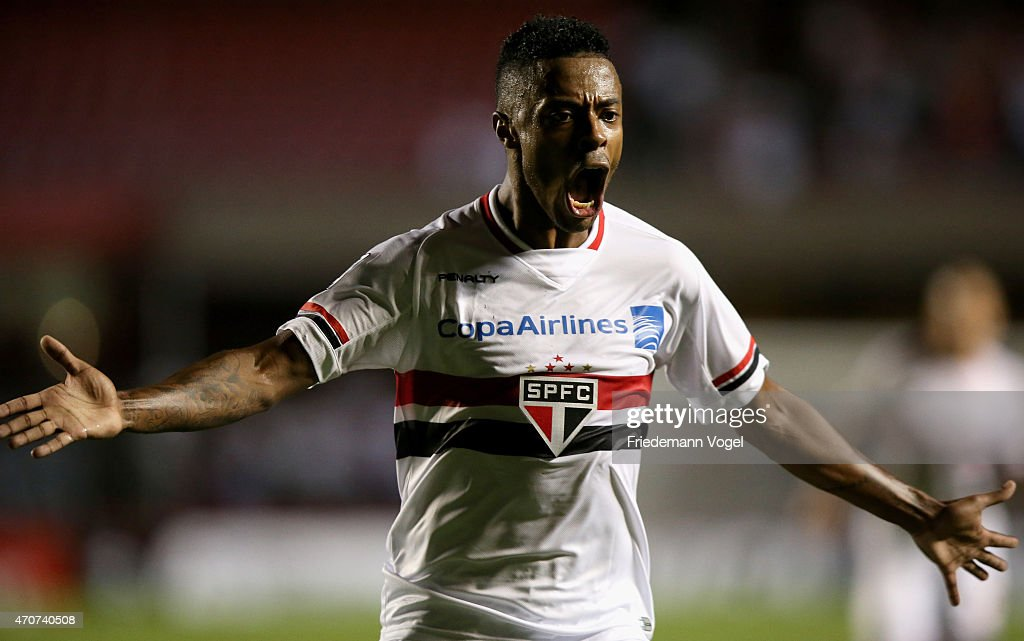 <a gi-track='captionPersonalityLinkClicked' href=/galleries/search?phrase=Michel+Bastos&family=editorial&specificpeople=1549621 ng-click='$event.stopPropagation()'>Michel Bastos</a> of Sao Paulo celebrates scoring the second goal during a match between Sao Paulo and Corinthians as part of Group 2 of Copa Bridgestone Libertadores at Morumbi Stadium on April 22, 2015 in Sao Paulo, Brazil.