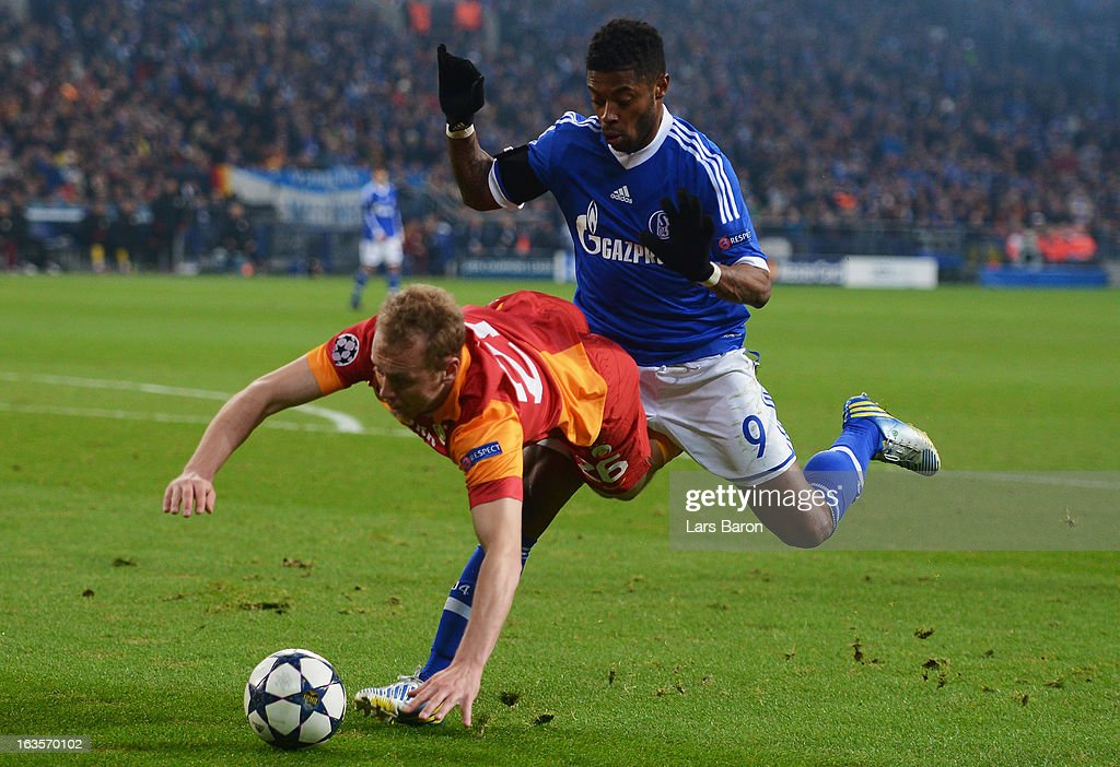 <a gi-track='captionPersonalityLinkClicked' href=/galleries/search?phrase=Michel+Bastos&family=editorial&specificpeople=1549621 ng-click='$event.stopPropagation()'>Michel Bastos</a> of Schalke challenges Semih Kaya of Galatasaray during the UEFA Champions League round of 16 second leg match between FC Schalke 04 and Galatasaray AS at Veltins-Arena on March 12, 2013 in Gelsenkirchen, Germany.