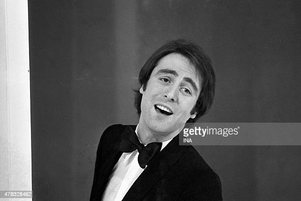 Michel Delpech in a sequence variety shows during the evening broadcast around the referendum of April 27th 1969