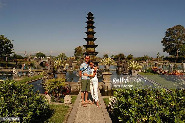 Michel Guillaume Ehefrau Alexandra Guillaume Urlaub Tirta Gangga Provinz Karangasem Insel Bali Indonesien Asien 'WasserTempel' Statue Schauspieler...